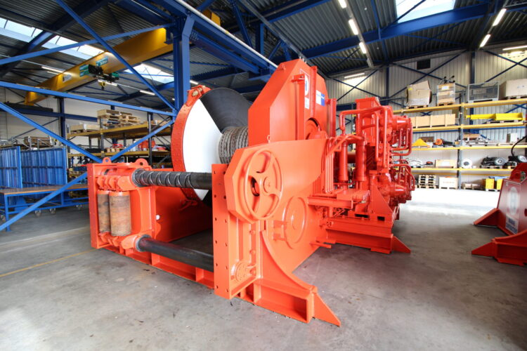 Mooring winches